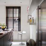 Et godt eksempel på hvordan persienner som matcher interiøret gir et visuelt løft
