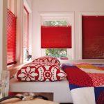 Persienner med mulighet for klart eller dekket glass oppe i vinduet, smart hvis du vil se ut og likevel skjerme innsyn